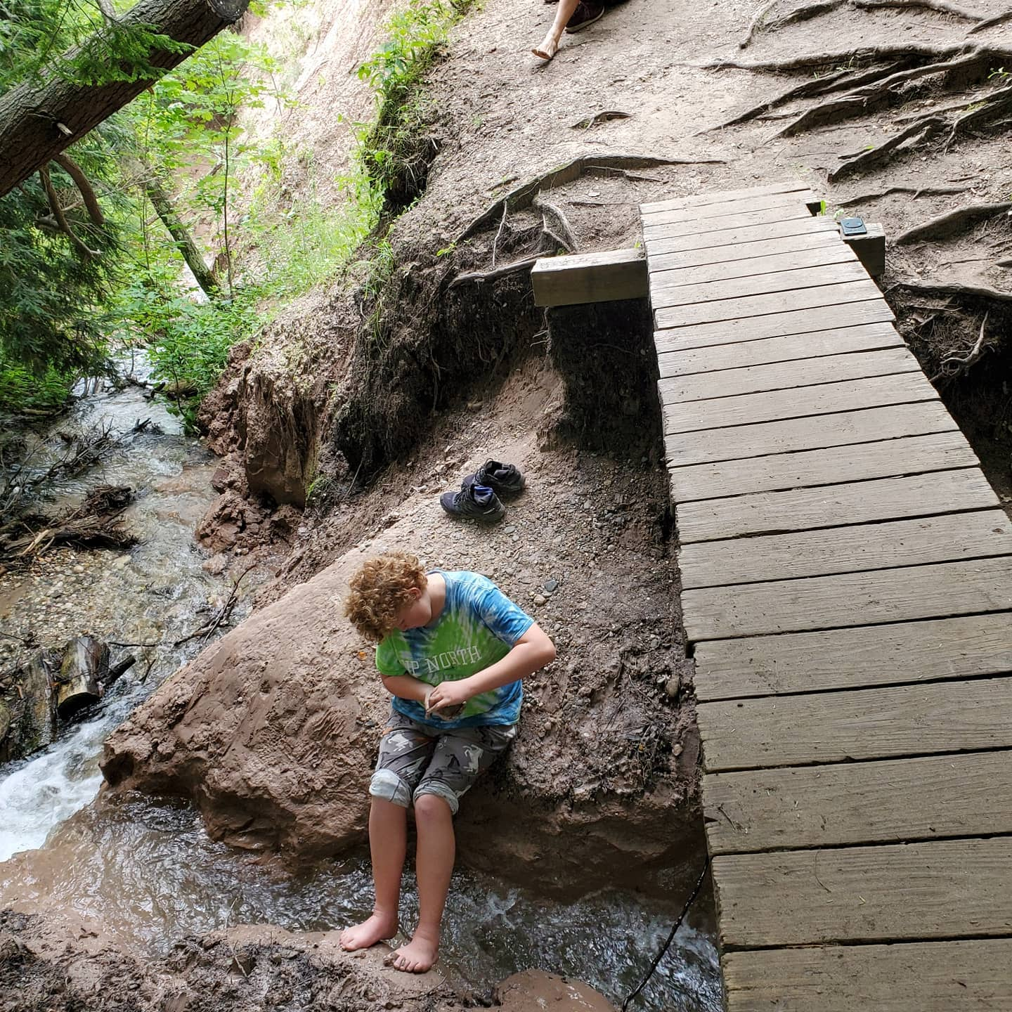 A few more highlights now that I'm back to signal land: clay pinch pots in waterfalls, suspension bridge, beaver watching, campsite with a view, a little rain and plenty of hiking